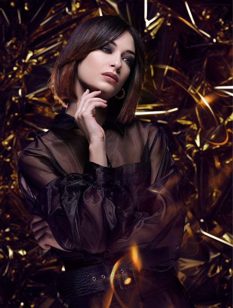 Inspiré du carré court de l'influences star Caroline Receveur, cette coupe ultra-mode donne du style.