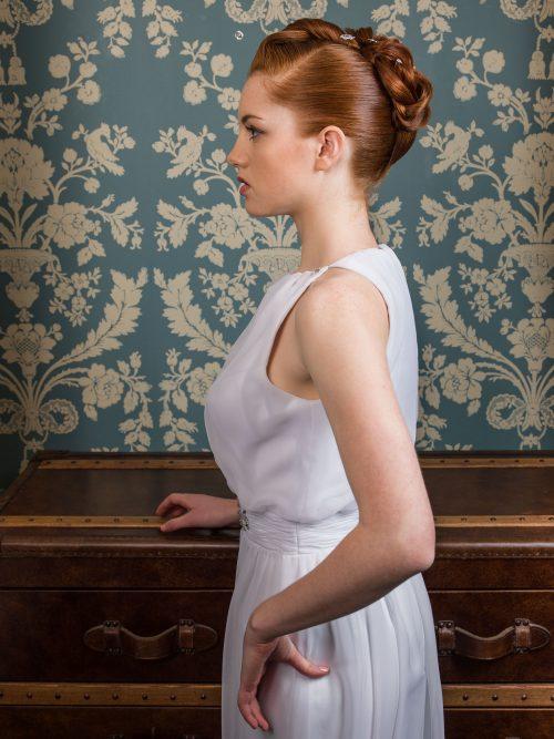 Pour un rendu chic et sophistiqué, optez pour un chignon de mariée au volume haut.
